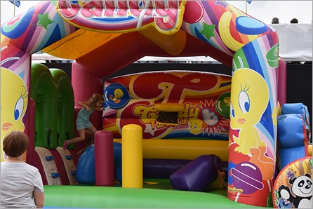 abig bouncy